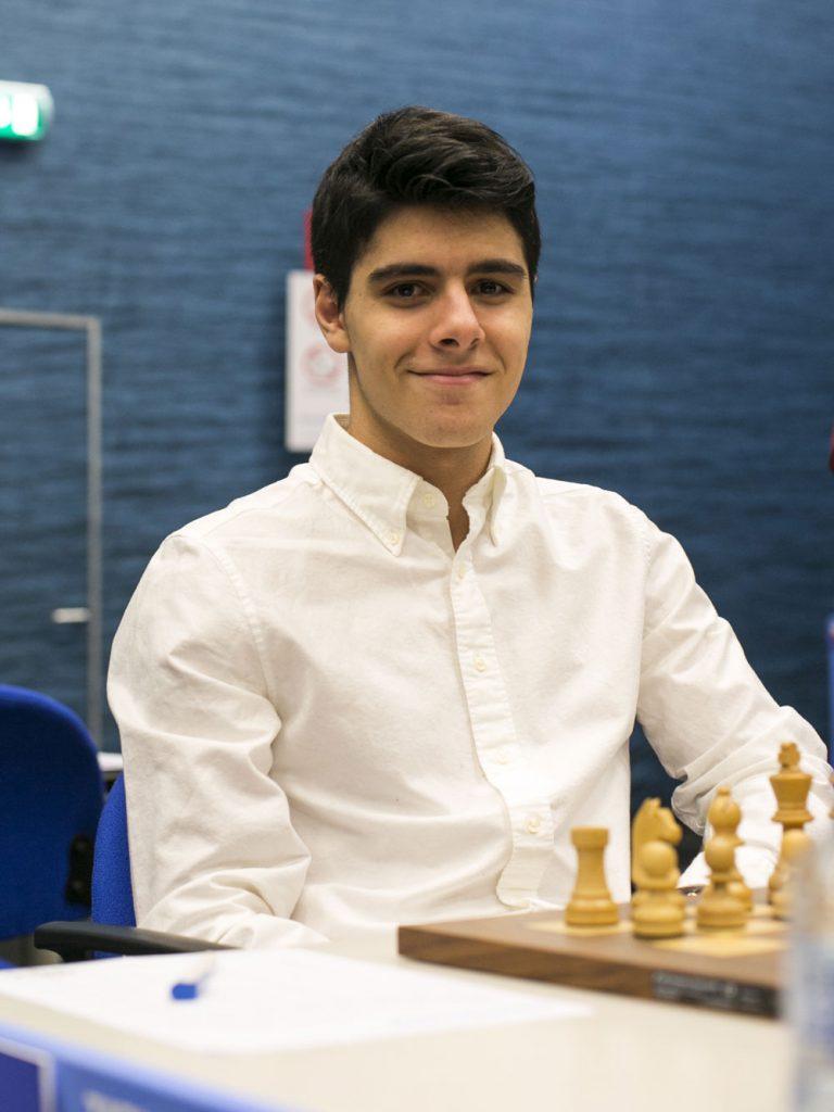Aryan Tari før partiet mot Jeffrey Xiong i 12. runde av Tata Steel Chess. Foto: Maria Emelianova