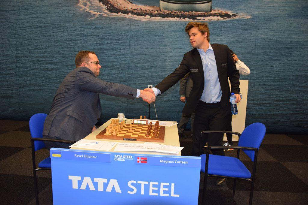 Magnus Carlsen var ett minutt for sen til det femte møtet med Pavel Eljanov. Foto: Tarjei J. Svensen