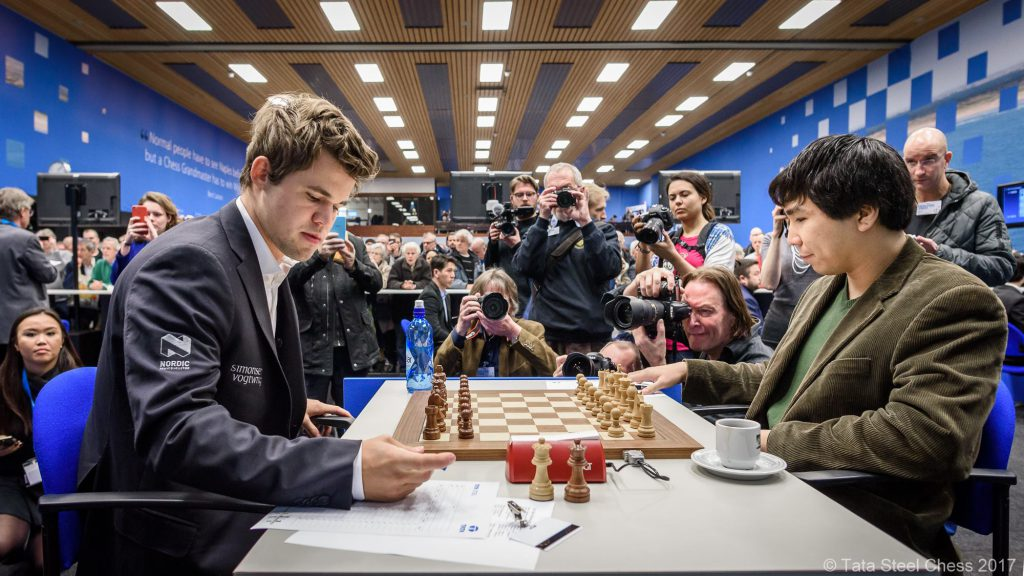 Magnus Carlsen og Wesley So var over etter under to timers spill. Foto: Tata Steel Chess