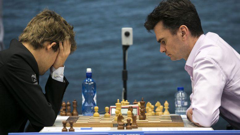Magnus Carlsen på tampen av partiet mot Loek van Wely. Foto: Maria Emelianova