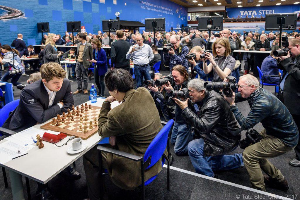 Stor interesse for møtet mellom nummer én og to i Wijk aan Zee. Foto: Tata Steel Chess