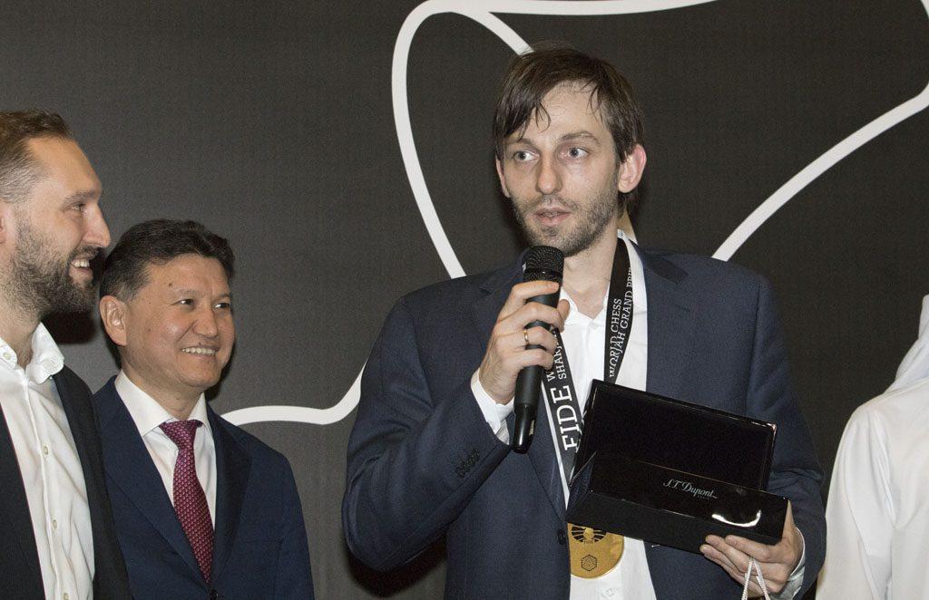 Alexander Grischuk under avslutningen med FIDE-president Kirsan Ilyumzhinov. Foto: Maria Emelianova