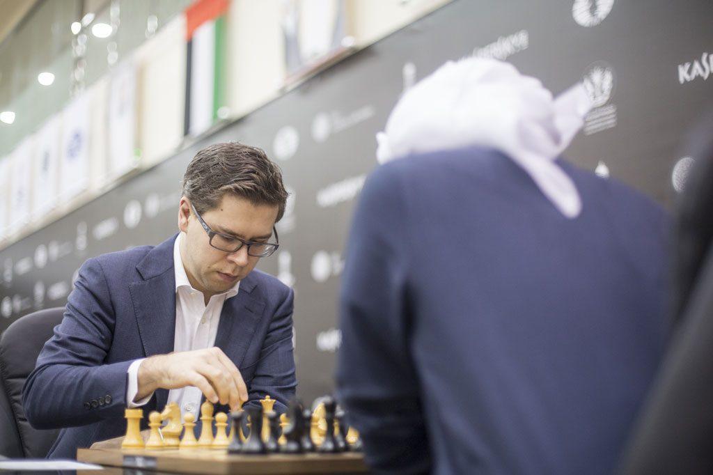 Jon Ludvig Hammer under partiet mot Saleh Salem i sjette runde av Sharjah Grand Prix. Foto: Maria Emelianova