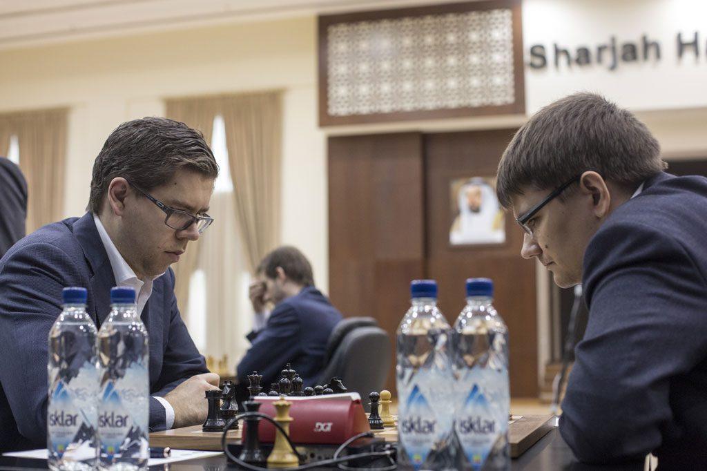 Jon Ludvig Hammer i møtet med Evgeny Tomashevsky i Sharjah. Foto: Maria Emelianova