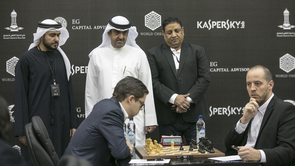 Jon Ludvig Hammer med sin fjerde remis på fire partier i Sharjah. Her mot Francisco Vallejo Pons. Foto: Maria Emelianova