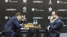 Jon Ludvig Hammer fikk det tøft i partiet mot Pavel Eljanov i åttende runde av Sharjah Grand Prix. Foto: Maria Emelianova