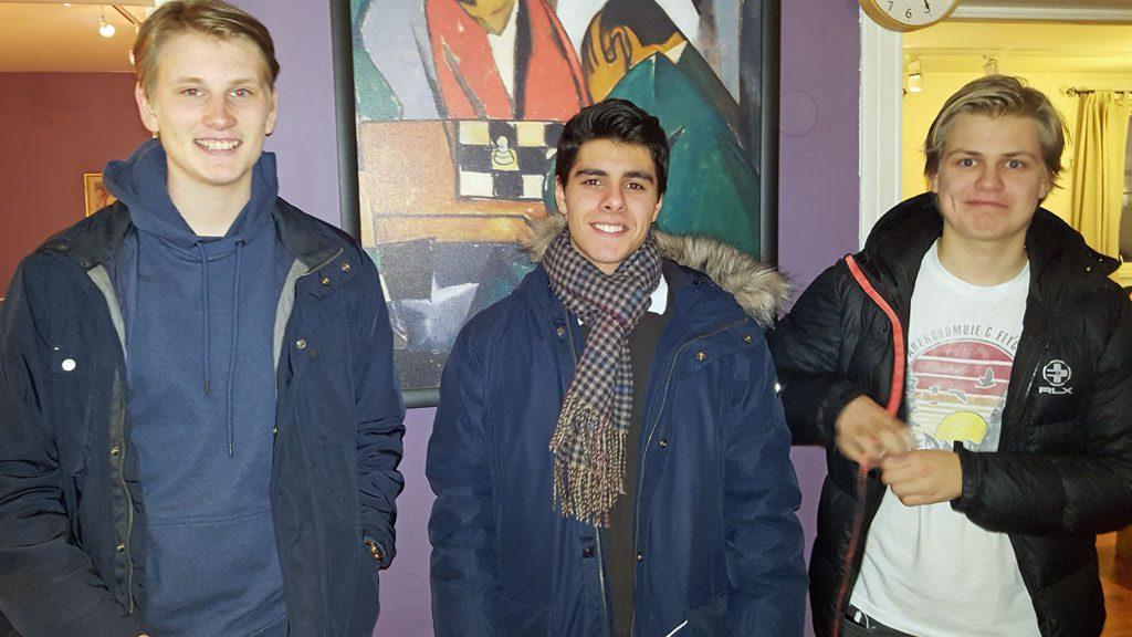 Fra venstre: Toer Johan-Sebastian Christiansen, vinner Aryan Tari og treer Lars Oskar Hauge. Foto: Tarjei J. Svensen