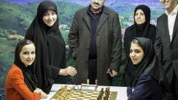 Anish Giris kone Sopiko Guramish slo ut Irans hjemmehåp Sara Khadem i første runde. Foto: David Llada