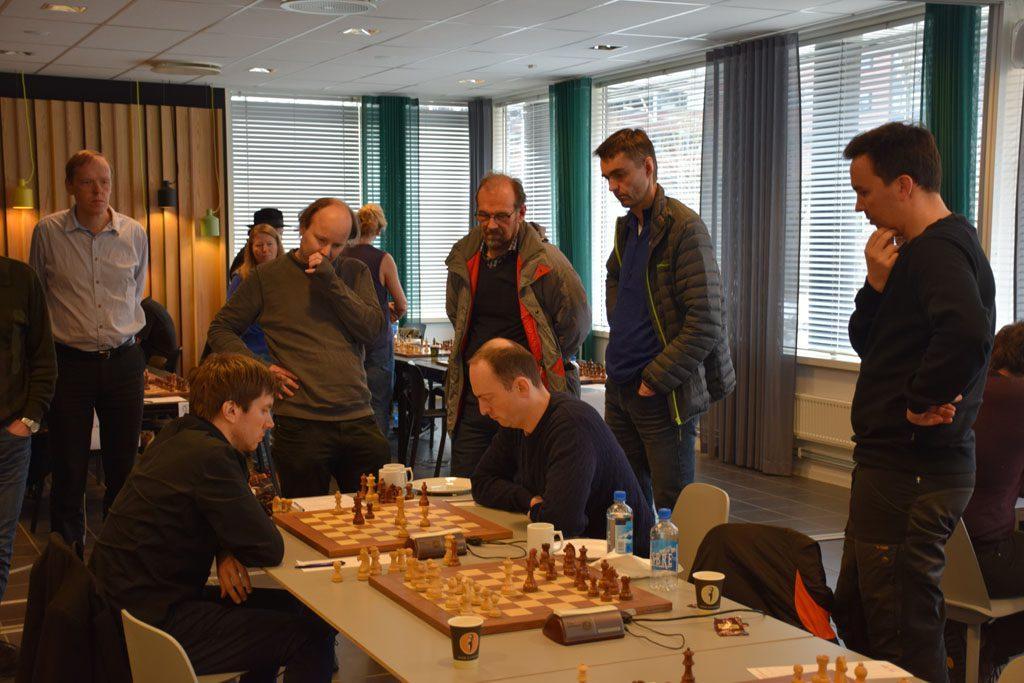 Stor interesse rundt partiet mellom Elsness og Johannessen. Foto: Tarjei J. Svensen