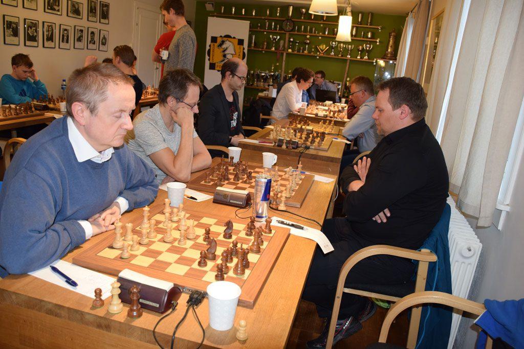 Akademisk lag med sjettebordsspiller Gustav Gudbrandsen nærmest. Foto: Tarjei J. Svensen