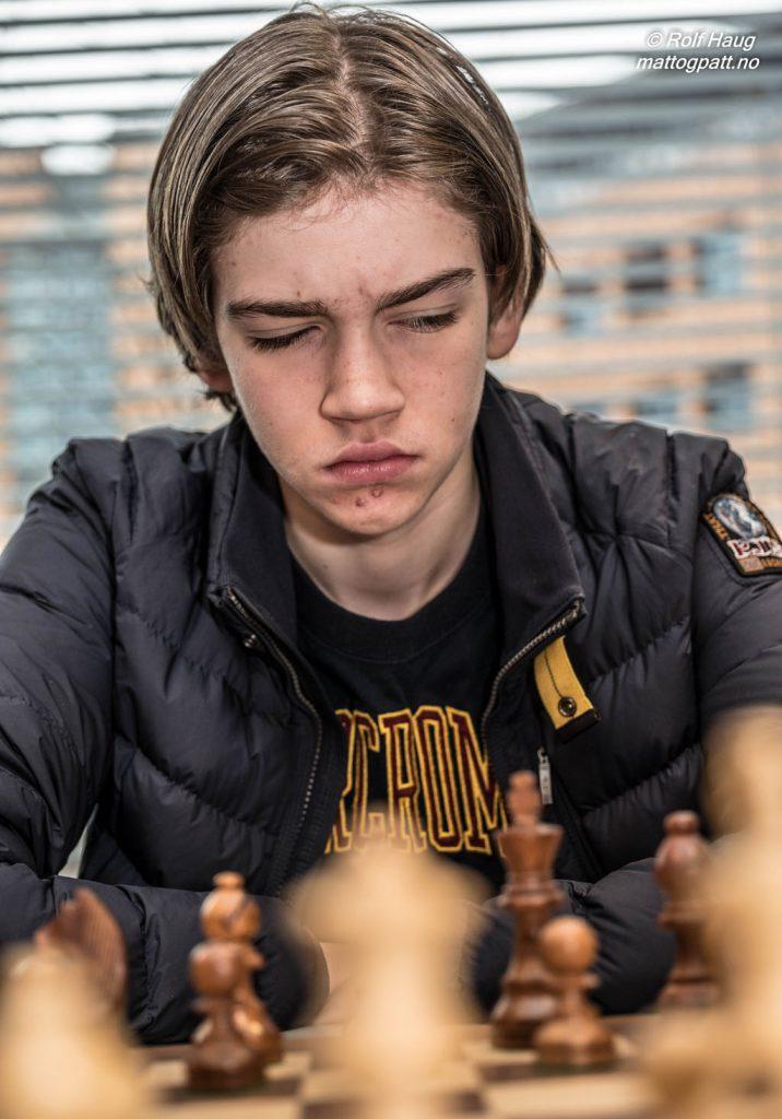 TALENT: Tor Fredrik Kaasen (14) spiller for IM-tittel. Foto: Rolf Haug/mattogpatt.no