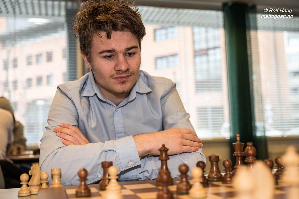 Sebastian Mihajlov valgte å tilby remis i god stilling. Foto: Rolf Haug/mattogpatt.no