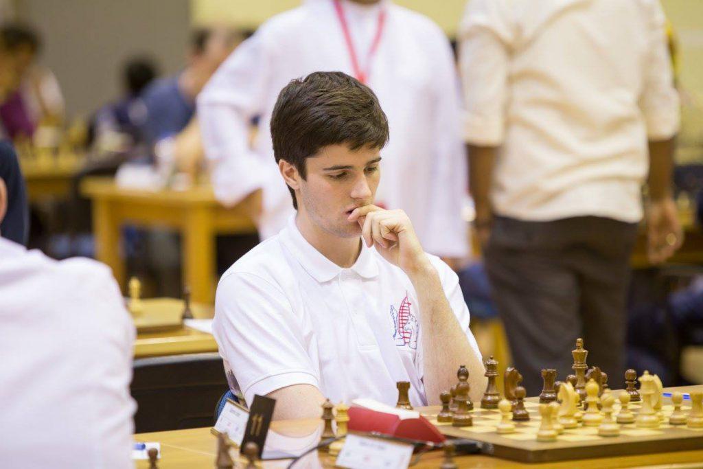 STORMESTER? Johan Salomon kan bli Norges 14. stormester tirsdag. Foto: Dubai Chess Club