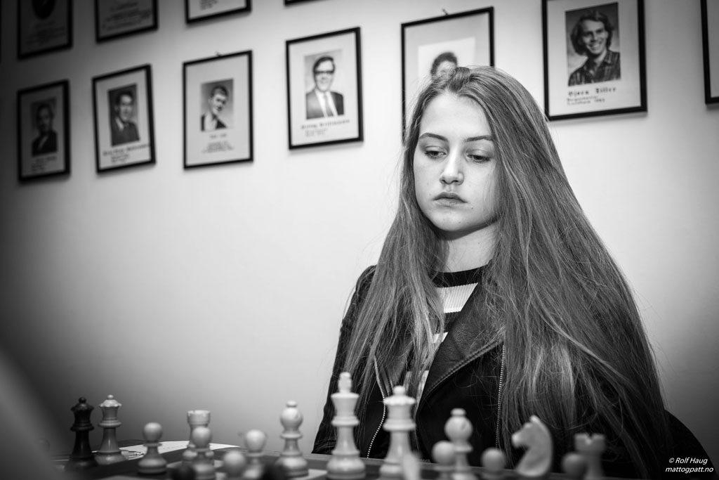 TALENT: Altas Ingrid Marie Greibrokk (16) er elev på NTGs sjakklinje. Foto: Rolf Haug/mattogpatt.no
