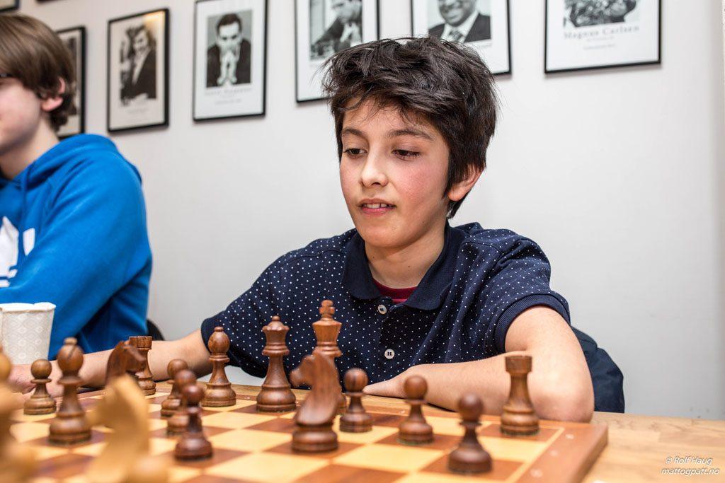 LYNFANTOM: Elham Abdrlauf (11) holder svært høy klasse i lynsjakk. Foto: Rolf Haug/mattogpatt.no