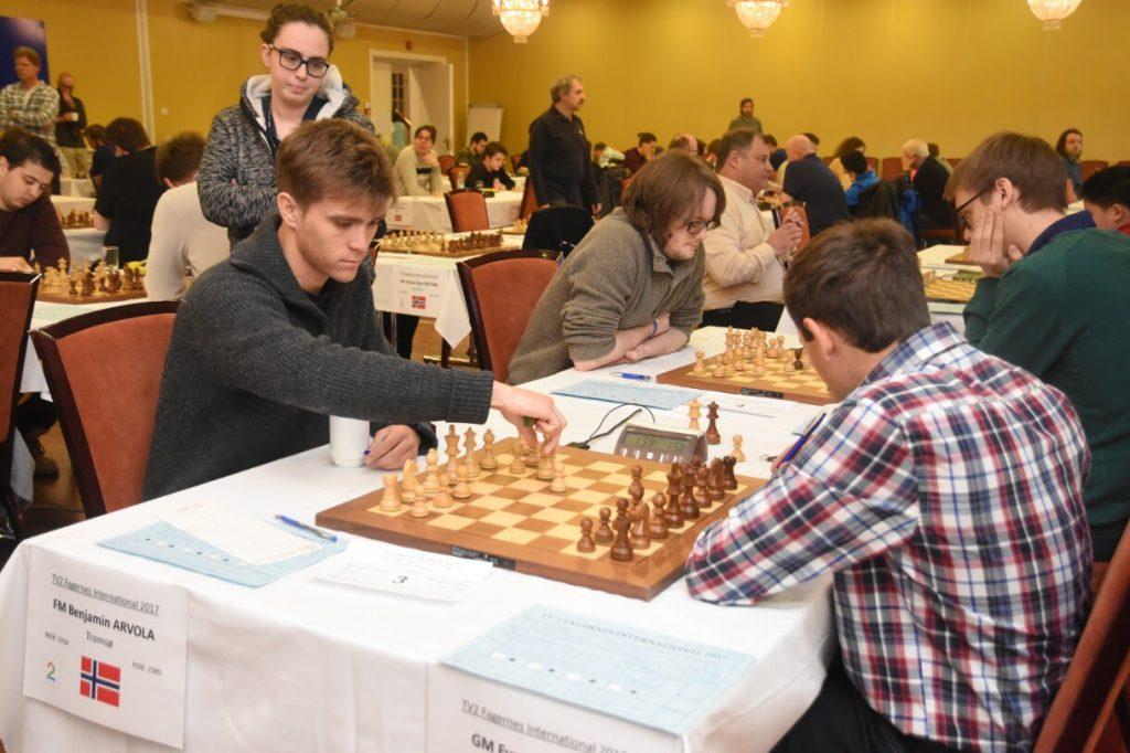 INTERNASJONAL MESTER: Benjamin slår israeleren Evgeny Postny i åttende runde på Fagernes. Foto: Tom Eriksen
