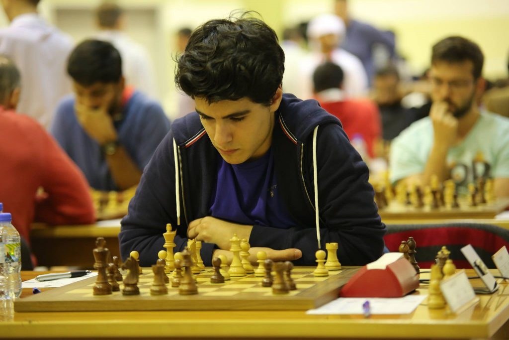 NORSK HÅP: Aryan Tari (19) i Dubai Open. Foto: Dubai Chess Club