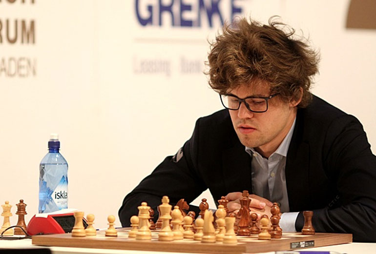 HÅRFIN? Magnus Carlsen under møtet med Arkadij Naiditsch. Foto: Georgios Souleidis