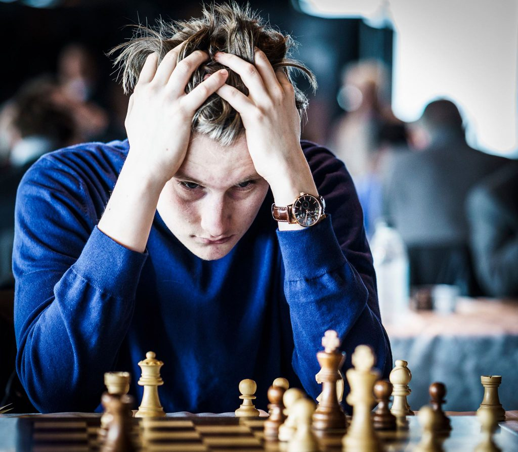 FOKUS: Johan-Sebastian Christiansen i siste runde i Reykjavik. Foto: Lennart Ootes