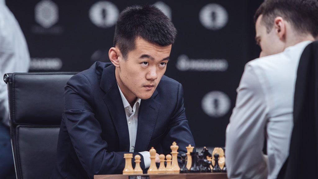 LEDER: Ding Liren fra Kina leder etter at han tok sin andre seier. Her mot Inarkiev i andre runde. Foto: Max Avdeev/worldchess.com