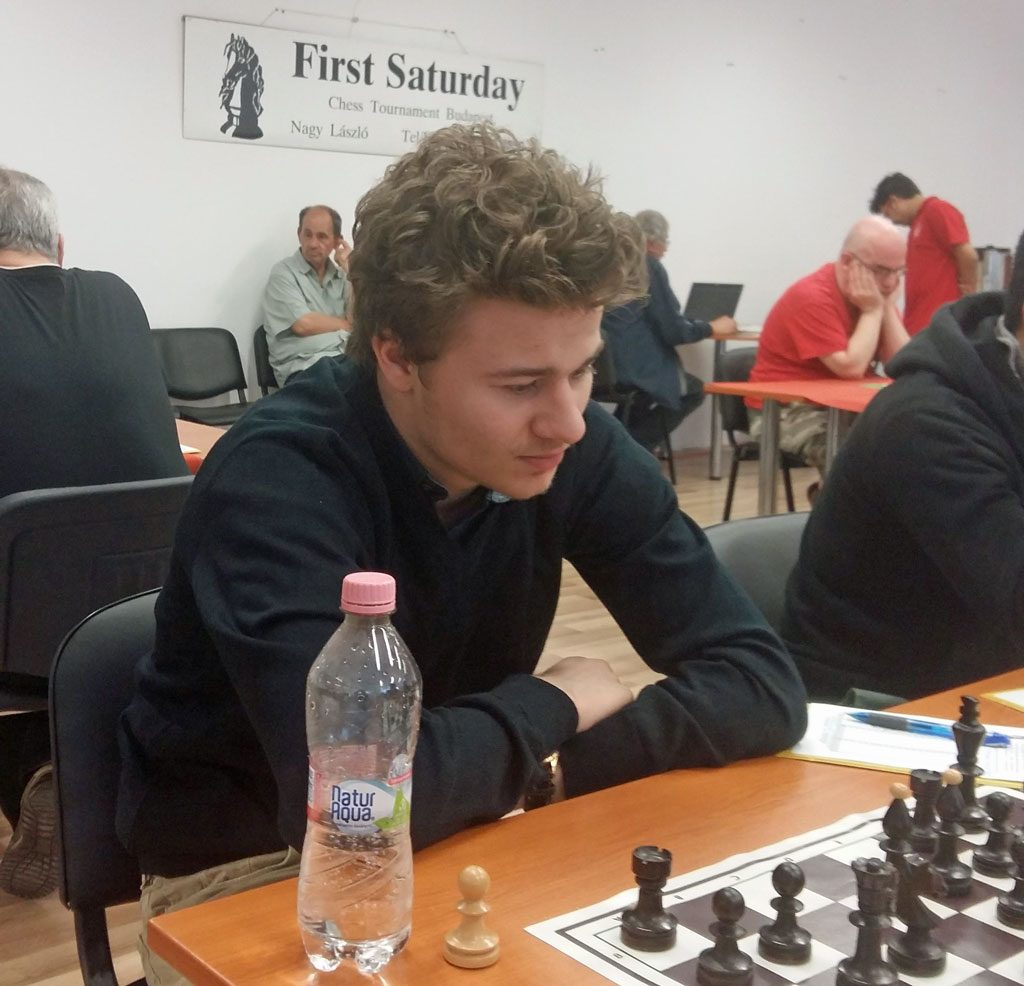 LETTET: Sebastian Mihajlov var lettet etter sitt fjerde og avgjørende napp i IM-tittelen. Foto: First Saturday