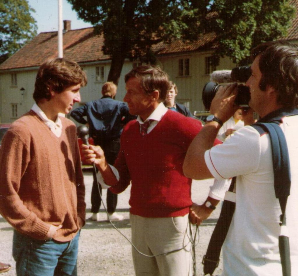 Simen Agdestein intervjues av Dagsrevyen i 1983. Foto: Øystein Brekke