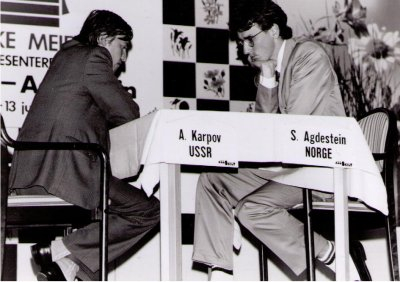 Simen Agdestein i den legendariske matchen mot Anatoly Karpov i 1991. Foto: Øystein Brekke
