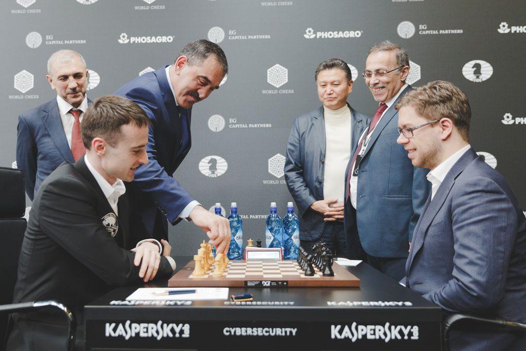 CELEBERT: Yunus-bek Bamatgireyevich Yevkurov er sjefen for den russiske republikken Ingusjetia og gjorde første trekk i Inarkiev-Hammer. Foto: Max Avdeev/Worldchess