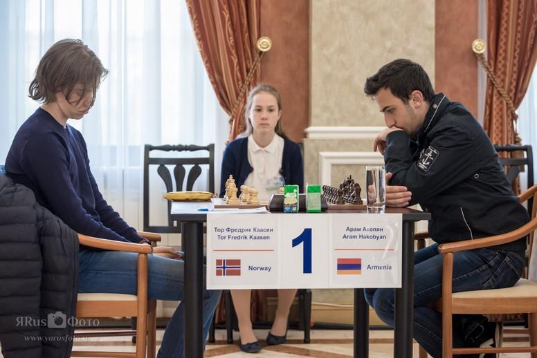 AVSLUTNINGSTRIUMF: Tor Fredrik Kaasen henviste Aram Hakobyan til tredjeplass med seieren i siste runde. Foto: http://somovsmemorial.ru