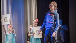 STJERNE: Tor Fredrik Kaasen på den høytidelige åpningsseremonien. Foto: World Youth Stars