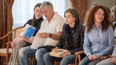 SJUENDEPLASS: Tor Fredrik Kaasen sammen med pappa Einar på avslutningen i Kirishi. Foto: somovsmemorial.ru