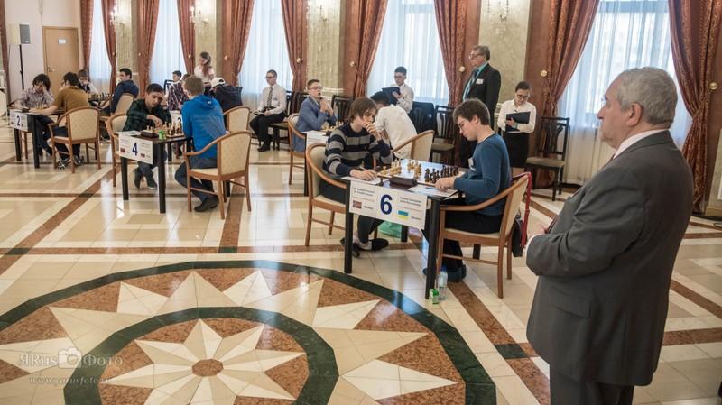 SPILLESAL: Tilsynelatende gode spilleforhold i Kirishi. Foto: World Youth Stars