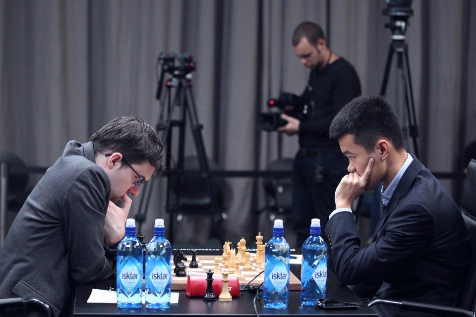 DRAMATISK: Oppgjøret mellom Ding Liren og Maxime Vachier-Lagrave. Foto: Anastasiya Karlovich/FIDE