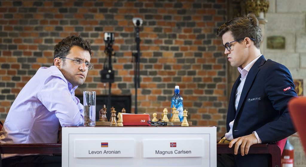 TRIUMF: Magnus Carlsen utnyttet effektivt Levon Aronians bukk i det første partiet i Leuven. Foto: Lennart Ootes
