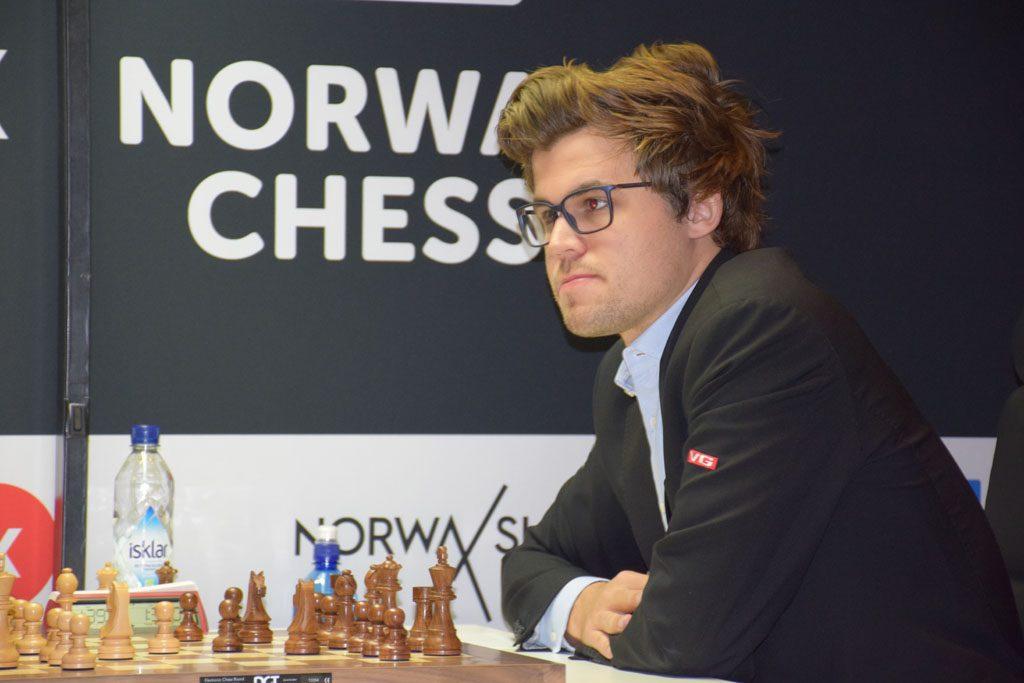 HÅRFIN: Magnus Carlsen i andre runde i Norway Chess. Foto: Tarjei J. Svensen