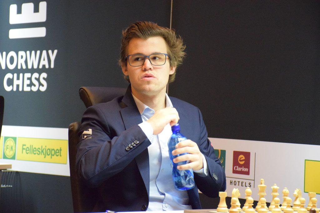 Magnus Carlsen før partiet mot Anish Giri i dag. Foto: Tarjei J. Svensen