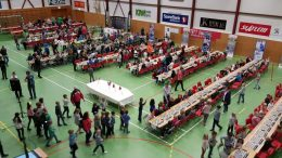 REKORD: Kristiansund med 425 barn i samme turnering. Foto: Kristiansund sjakklubb