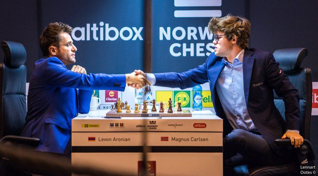 KNUST: Magnus Carlsen ble utspilt i et av Levon Aronians flotteste partier noen gang. Foto: Lennart Ootes