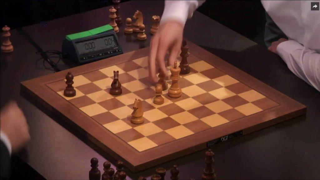 DRAMATIKK: Fra partiet mellom Carlsen og Grischuk, der verdensmesteren til slutt taper på tid. Foto: Skjermdump grandchesstour.org