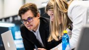 SUVEREN: Magnus Carlsen i lynsjakkåpningen av Norway Chess. Foto: Lennart Ootes