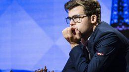 HÅRFIN: Magnus Carlsen har valgt å klippe seg etter skuffelsen i Stavanger. Kanskje gir det suksess? Foto: Lennart Ootes