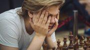 FRUSTRASJON: Lars Oskar Hauge med ett godt og ett dårlig parti i VM for landslag. Foto: Anastasia Balakhontseva, ugra2017.fide.com