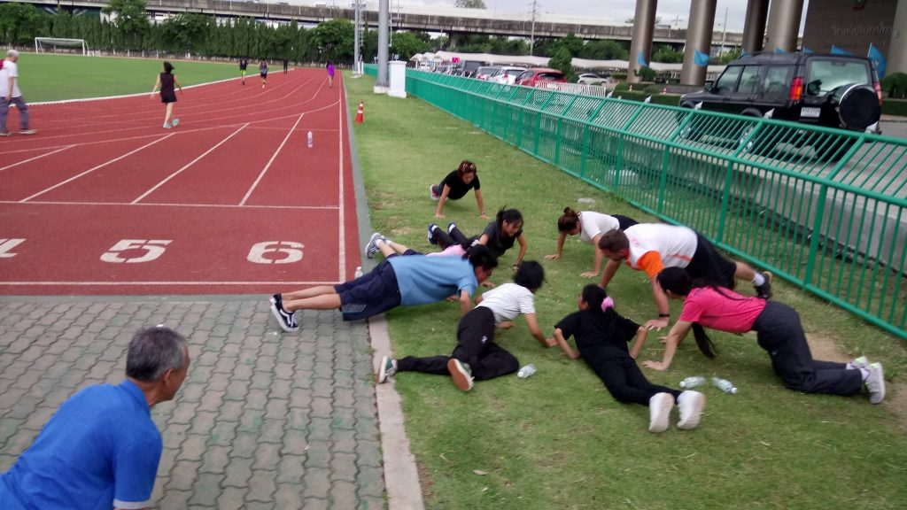 TRENING: Ingen slipper unna den fysiske treningen. - Det er viktig å ha det gøy. Foto: Privat