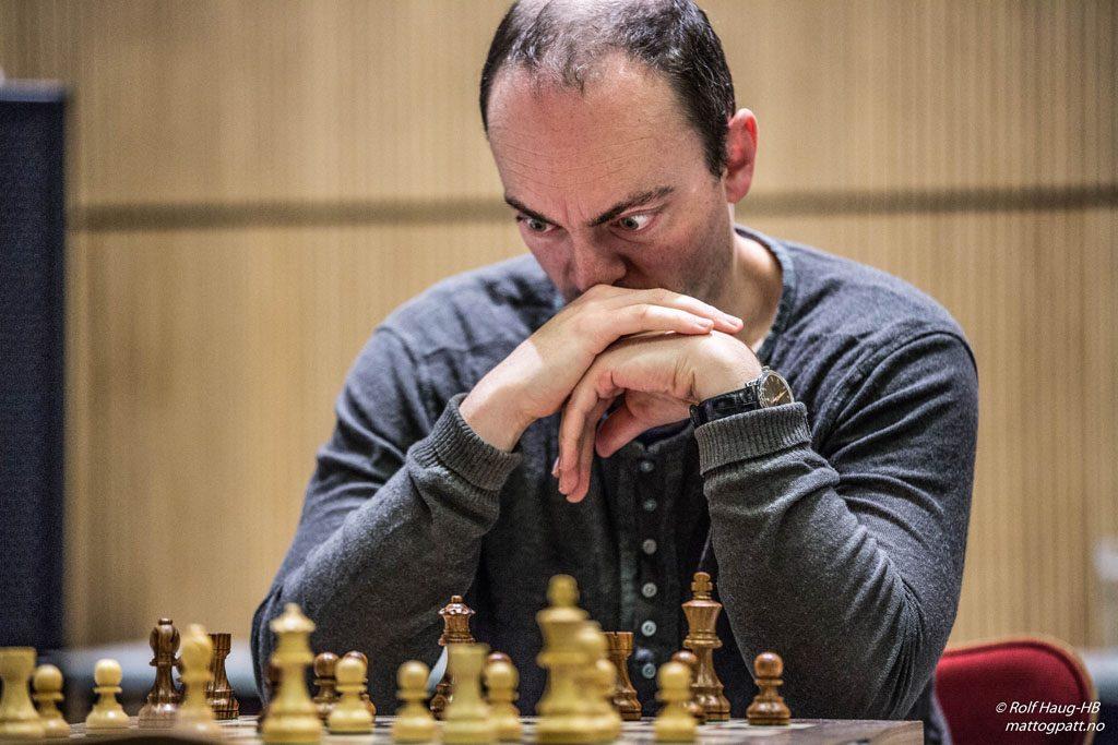 GM-JAKT: Frode Elsness kunne blitt Norges 15. stormester med seier over Simen Agdestein i siste runde. Det holdt bare nesten. Foto: Rolf Haug/mattogpatt.no
