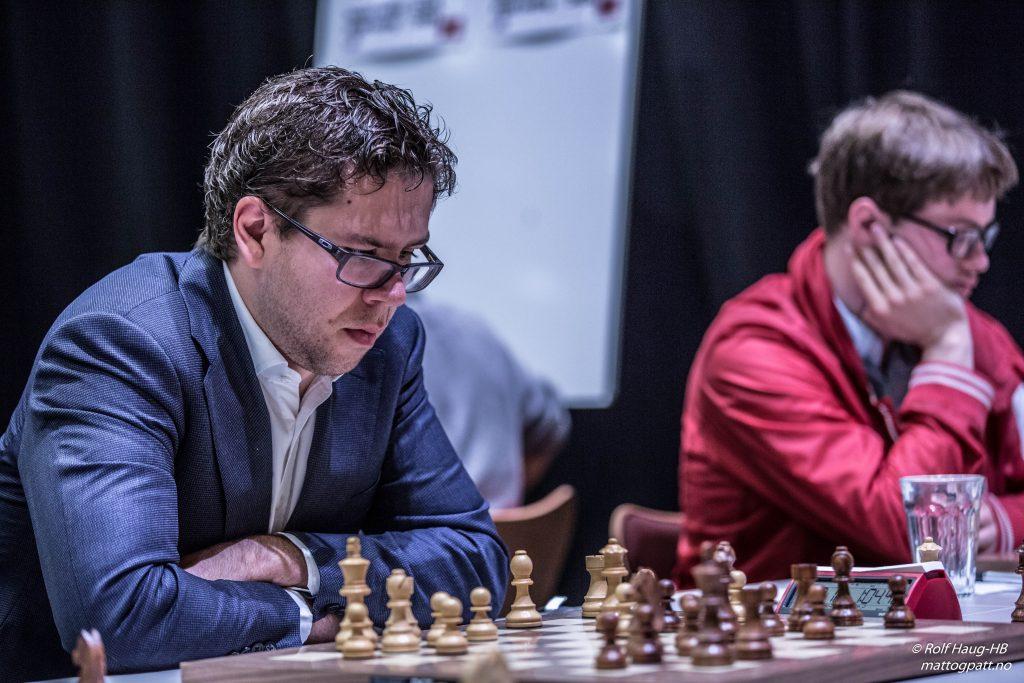 NORGESMESTER: Jon Ludvig Hammer under partiet mot Frode Elsness i åttende runde. Foto: Rolf Haug/mattogpatt.no