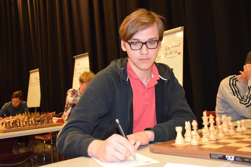 NAPP: Johannes Haug (17) tok sitt første napp i IM-tittelen. Foto: Tarjei J. Svensen