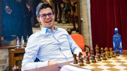 FORNØYD: Magnus Carlsen har grunn til å være fornøyd med prestasjonen på første lynsjakkdag i Leuven. Foto: Lennart Ootes
