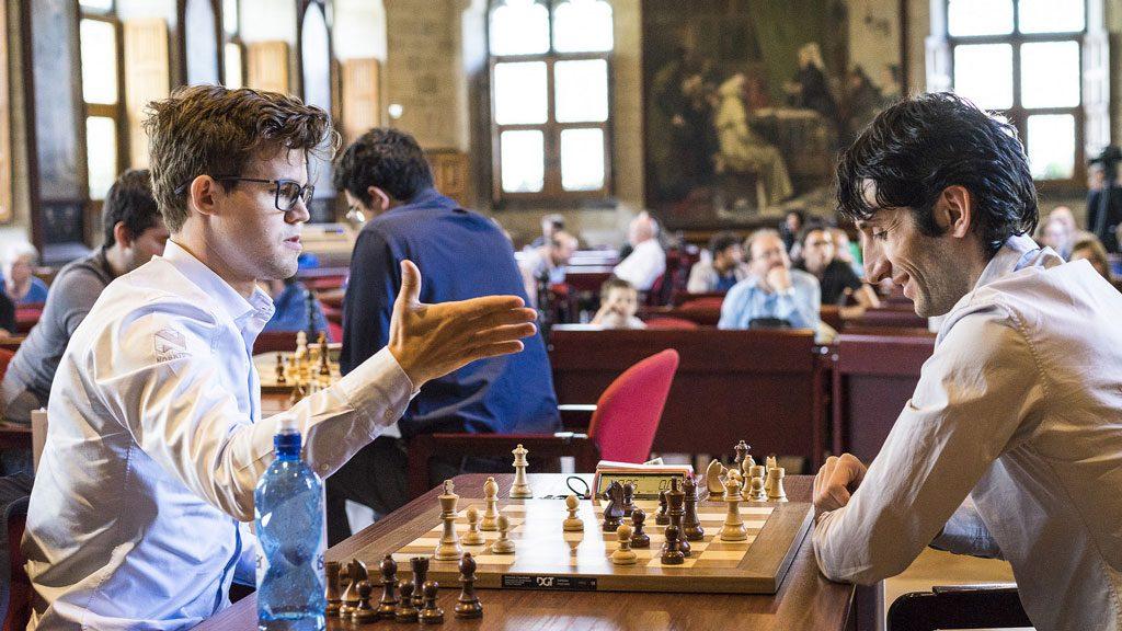 SJAKKMATT: Magnus Carlsen setter Baadur Jobava sjakkmatt i åttende runde i Leuven. Foto: Lennart Ootes