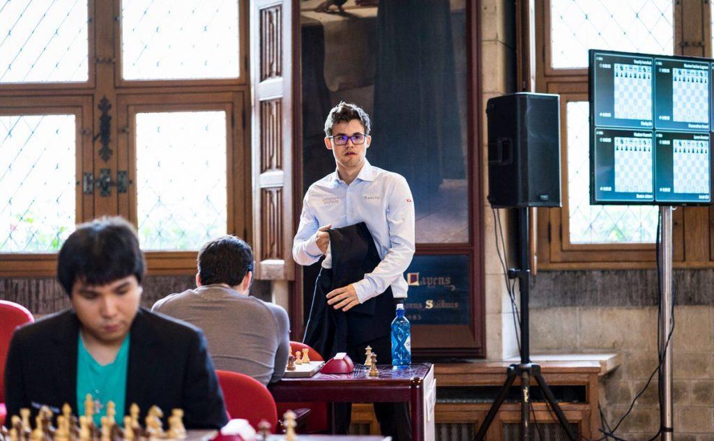 SUVEREN: Magnus Carlsen ristet raskt av seg konkurrentene i Leuven. Her før partiet mot Ian Nepomniachtchi. Foto: Lennart Ootes