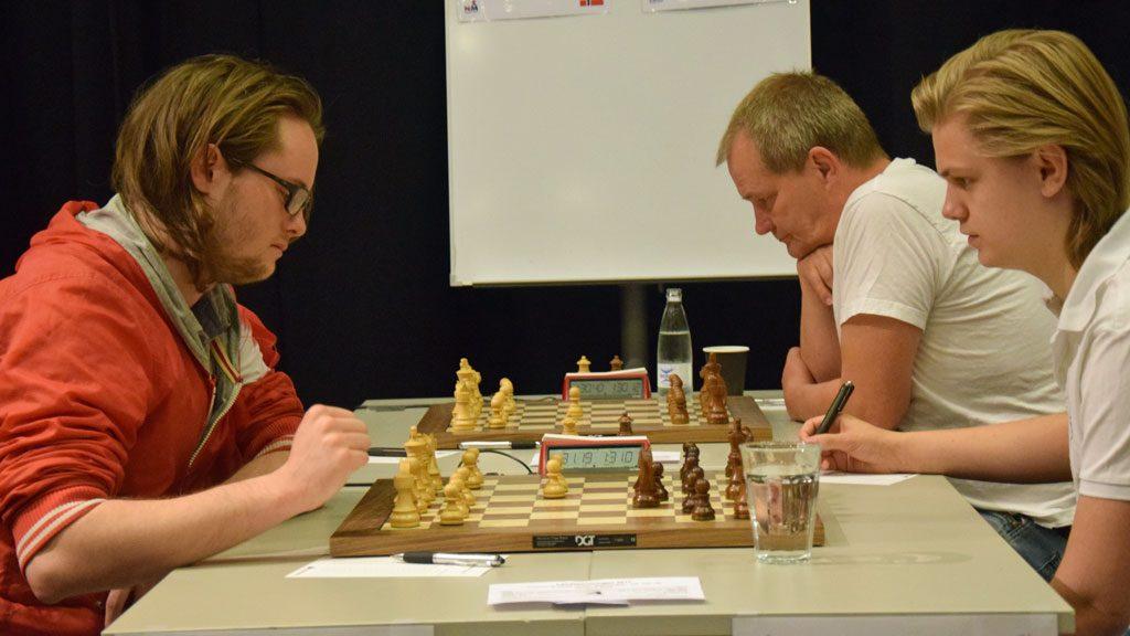 Fra oppgjøret Frode Urkedal - Lars Oskar Hauge i 3. runde i Eliteklassen. Foto: Øyvind Malin